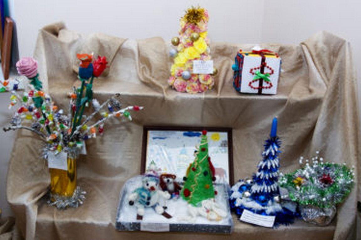 Выставка детских рисунков 03.03.14